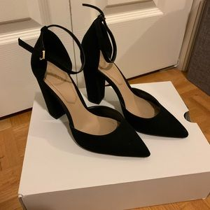 Black thick heel pump